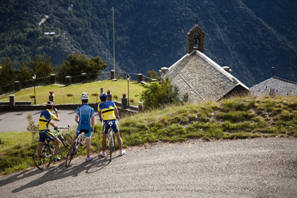 Las mejores rutas de cicloturismo en Andorra descubre los espectaculares paisajes de Andorra y de los Pirineos en bicicleta.
